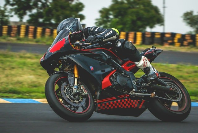 jazdec na motorke.jpg