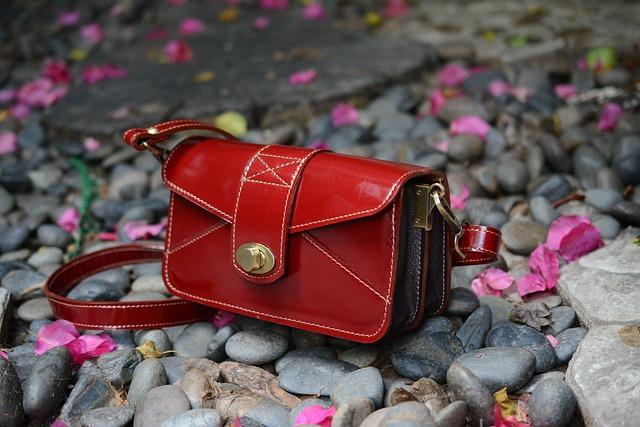 červená kabelka.jpg
